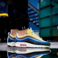sapatos botas arco íris venda por atacado-Nike Air Max Top 97 sean wotherspoon 2018 mens 97 s multi rainbow running shoes mulheres botas de moda calçados esportivos baratos desconto sneakers
