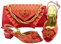 schöne rote partykleider großhandel-Schön aussehende rote Frauen Kätzchen Ferse Schuhe mit großen afrikanischen Kristall Schuhe passen Handtasche für Kleid MM1070, Ferse 5cm