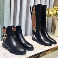 marcas de moda para mujer cinturones al por mayor-Diseñador de marca botas de mujer 2018 botas de moda otoño e invierno Martin botas señoras cinturón hebilla botas planas para enviar tamaño de la caja de zapatos 35-40