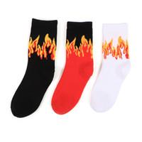 meias florais pretas venda por atacado-Novo Designer de Meias de Hip Hop Preto Branco Vermelho Chame Moda Meias Casuais Meias de Algodão Skates Frete Grátis OXH0112