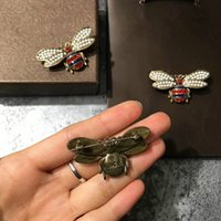 Wholesale Brooch Boxes - new hot sale fashion woman pins famous bee brooches 2styles size pearl gold retro technology glamour with box