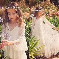 casamento de praia noiva vestido de princesa venda por atacado-Laço branco Princesa Comunhão Vestidos para Meninas Sheer Mangas Compridas Boho Pequena Noiva Vestido da Menina de Flor para o Vestido De Casamento Pageant Praia