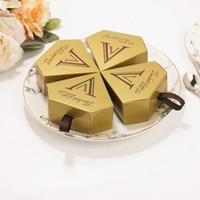 caja de caramelos en forma de diamante al por mayor-Cajas de dulces de chocolate dorado Unicornio pirámide triangular boda forma de diamante Dorado caja de regalo favores de partido suministros 0 27bn jj