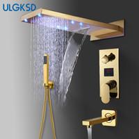 ducha de agua de lluvia al por mayor-ULGKSD Baño grifo de la ducha LED de latón de oro cascada de ducha de lluvia cabeza de montaje en pared agua caliente y fría grifo mezclador
