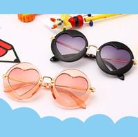 gafas de sol de niña multicolor al por mayor-Niños Niñas Niños Gafas de sol Marco de metal multicolor Diseñador de la marca Recubrimiento Chicas de moda Niños Gafas en forma de corazón