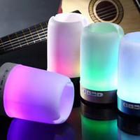 suportes venda por atacado-Alto-falante sem fio Bluetooth suporte da caneta suporte do telefone cartão de alto-falante U disco com luzes coloridas mini portátil pequeno som Q6