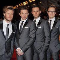 koyu gri düğün kravat toptan satış-Yakışıklı Groomsmen Smokin Koyu Gri Düğün Suit Trim Fit Erkekler Suits Damat Suits Damat Doruğa Yaka Ceket Pantolon 2 Parça Ceket + Pantolon + Kravat