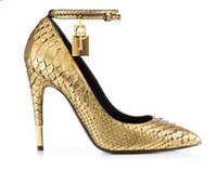 vorhängeschloss schuhe großhandel-Gold Faux Schlange Leder High Heels Damen Schuhe Metall Vorhängeschloss Frauen Schuhe Sexy Spitzschuh Schnalle Frauen Pumpen