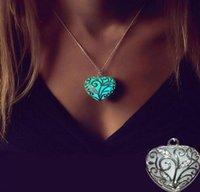 nachtlichtfarben großhandel-4 Farben Nachtlicht Herz Ketten Anhänger Liebe Herz Licht Hohl Halskette Anhänger Frauen Schmuck Geschenk