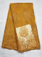 patio de encaje amarillo al por mayor-2018 tela africana de encaje oro amarillo tela francesa de encaje francés gasa con diamantes de imitación 5 yardas por lote vestido de novia de encaje
