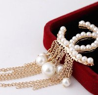 Wholesale wild pearl - New Wild alloy fringed pearl letter brooch female girl bridal party clothing fashion accessories