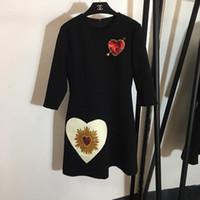 uzun oymalar elbiseler toptan satış-Tasarımcı 2018 Siyah O Boyun 3/4 Uzun Kollu kadın Elbise Yüksek Sonu Kalpler Sequins Milan Pist Kıyafeti 82789