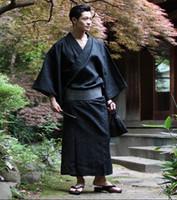 ingrosso le prestazioni dei vestiti-Maschio Cool tradizionale giapponese Kimono Uomo cotone Robe Yukata da bagno Kimono da uomo con cintura Uniforme Stage Performance Clothing