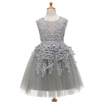 bebek elbiseleri resimleri toptan satış-Gümüş Gri Bir Çizgi Çiçek Kız Elbise Cupcake Yeni Kanat Toddler Kat Uzunluk Düğün Törenlerinde Sheer Aplikler Bebek Moda Gerçek Resim