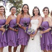kısa askısız mor gelinlik elbiseleri toptan satış-Kısa Gelinlik Modelleri Ülke Plaj Düğün Straplez Kolsuz Dantelli Pileli Ruffles Şifon Lavanta Işık Mor Nedime Elbiseler