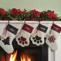 weihnachtsschneeflockensocken großhandel-Weihnachten hängen Strümpfe Socken Candy Stocking Kleiderbügel Spielzeug Candy Geschenk Taschen Bärentatze Schneeflocke Socken Christbaumschmuck Dekoration