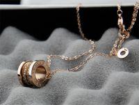 boxen frühlingsball großhandel-Fabrik Verkauf hohe Qualität Diamant Keramik Halskette Mode Frau Metall Brief Frühling Halskette mit Box