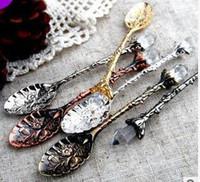cucharas de estilo vintage al por mayor-Vintage Royal Style Cucharas de café talladas en metal Tenedores con cabeza de cristal Cocina Fruit Prikkers Postre Helado Scoop