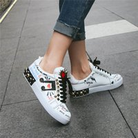 mocassins blancs achat en gros de-Women graffiti Spikes Casual Sneakers Flats Runway Female Trainers Sneakers Shoes Genuine Leather White Sneakers Lady Autumn Loafers Zapatos