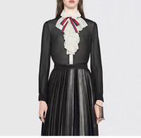 camisa de cuello de color negro al por mayor-2018 negro diseñador de las mujeres camisas de gama alta solapa cuello manga larga botón arco de las mujeres blusas 90708