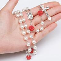 weißes rosenkranzkreuz großhandel-8mm weiße Perle Perle heilige Rosenkränze Halskette mit Rose Blume katholischen Rosenkranz Qualität Perlen Kreuz Halskette