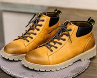altın zincir çizmeler toptan satış-Yüksek kalite! Hakiki Deri Erkek Ayak Bileği Çizmeler Altın Zincirleri Ile Açık Su Geçirmez Kar Botları Erkekler Tasarım Marka Motosiklet Ayakkabı