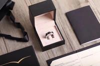 anillos de parejas rojas al por mayor-Los anillos de lujo de la alta versión Reds Charity Black Ceramic titanium steel ahorran a los niños CNC Versión Seiko Clear Word Print no se desvanece.