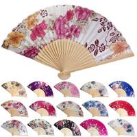 falten fans zum tanzen großhandel-Personalisierte Hochzeit Fan Vintage Bambus Folding Hand Blume Fan Chinesische Tanzparty Tasche Geschenke Hochzeit Fan lila