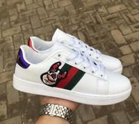 cut shoes al por mayor-Tamaño 36-44 Marca de lujo Bordado Pequeño Bee Snake Zapatos planos casuales Blanco Negro de corte bajo Hombre Mujer Mocasines Zapatillas de deporte Zapatos de diseñador de moda