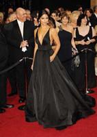 abendkleider taft runway großhandel-Schwarz Einfache Taft Celebrity Kleider Schwarz Abendkleid Sexy V-ausschnitt Backless Abendkleider Prom Kleider Plus Größe 2018