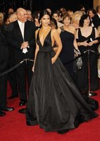 tafta artı boyutu balo elbiseleri toptan satış-Siyah Basit Tafta Ünlü Elbiseleri Siyah Akşam Elbise Seksi V Yaka Backless Örgün Elbiseler Balo Abiye Artı Boyutu 2018
