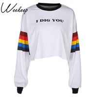 tops sueltos blancos al por mayor-Weekeep manga larga blanco arco iris impreso camiseta mujeres sueltas letras del cuello O-Crop Top Streetwear camiseta femme Crop Top