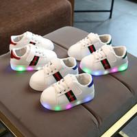 işıklı çocuklar için spor ayakkabıları açtı toptan satış-Çocuk LED nakış arı Ayakkabı Çocuklar Rahat Lüminesans Ayakkabı Renkli Parlayan Bebek Erkek Kız Sneakers USB Şarj Light up Ayakkabı C5224