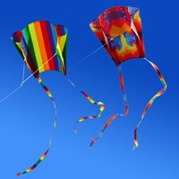 rueda volando juguete al por mayor-Nueva llegada Colorida Parafoil Kite con 200 cm Colas 30 m Flying Handle Line Soft Beach Fly Kite Toy para niños Buen vuelo