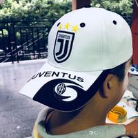 ingrosso badge dei cappelli-2018 vendita calda Juventus calcio bianco cappelli Outdoor DYBALA calcio distintivo tappi cappello regolabile cotone Italia Cap