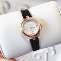 relojes de pulsera de color rojo al por mayor-Ventas al por mayor Nueva Moda Mujeres Correa de Cuero Vestido Relojes Relogio Feminino Lujo Reloj de pulsera de Cuarzo de Señora Rojo Vestido de dama de la moda vestido
