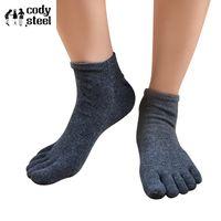 calcetines de dedo del pie masculino al por mayor-Cody Steel Summer Mens Toe Calcetines Algodón Moda Cinco Hombre Dedo Calcetines Casual Toe Tobillo transpirable Hombre 3pairs / lote