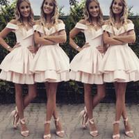 mini etek saten kızlar toptan satış-Omuz Saten Ucuz Wedding Guest Elbise Katmanlı Etek A Hattı Homecoming Giydir Kız Resmi Giyim kapalı Kısa Gelinlik