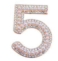 ingrosso spilla di marche-Numero 5 perla vintage nuovo stile Famoso marchio di lusso gioielli spilla Broach Pins per donne maglione vestito