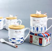 zakka kupalar toptan satış-Seramik Fincan Japon Zakka Yaratıcı Kedi ve Balık Karikatür Fincan Kapak Kaşık Kahvaltı Süt Fincan Kupa ile