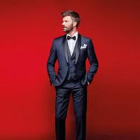 ingrosso i vestiti blu legano l'arco-Smoking blu scuro di alta qualità per gli uomini Groomsmen Suit Tre pezzi economici per abiti da ballo economici (giacca + pantaloni + gilet + farfallino)