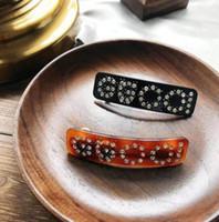 new girl accessories toptan satış-Yeni Lüks Kristal Mektuplar Saç Kelepçeleri Siyah Kahverengi Barrette Kadınlar Kız Saç Aksesuarları Saç Klipler Takı