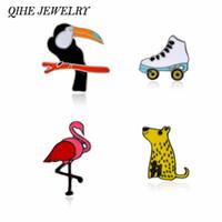 patines de moda al por mayor-QIHE JEWELRY Leopardo Flamingo Cuervo Patines de ruedas Esmalte Metal Pins Up Animal Joyería Joyería de Flamingo Accesorio de moda