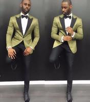 saten pantolon pantolonu toptan satış-Şık Genç Erkekler Suits 2019 Yaz Çentik Yaka Damat Düğün Smokin 2 Parça Ile Ordu Yeşil Saten Erkekler Parti Smokin Siyah Pantolon