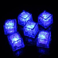 kristal buz küpleri yılbaşı toptan satış-Cadılar bayramı LED Işık Buz Küp Yapay Sıvı Sensörü Aydınlatma Kristal Noel Düğün Bar Parti Dekorasyon Için Buz Küpleri Flaş 7 renkler