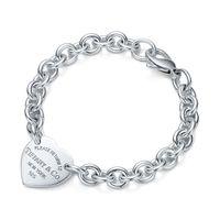 mücevher kutuları şekilleri toptan satış-Yüksek Kalite Ünlü tasarım Gümüş bilezik Kadınlar Için Mektup Kalp şeklinde Bilezikler Takı Kutusu Ile