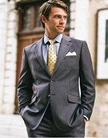 estilos de esmoquin gris al por mayor-Nuevos trajes de boda estilo Dos botones Gris Novio Esmoquin Novio Trajes Terno masculino Vestidos de baile (chaqueta + pantalón)