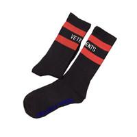 college football socks UK - VETEMENTS stockings off Black White Socks Tide Brand Hip Hop Style Socks Letter Embroidery Athletes stockings