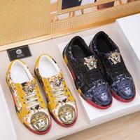 zapatos calientes imágenes al por mayor-Nuevo diseñador de imagen de personaje Venta caliente Zapatos de cuero Mujer Diseñador de zapatillas de deporte Hombres Zapatos de corredor Zapatos de moda botas de engrosamiento # 021
