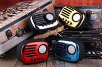 carte radiophonique achat en gros de-Haut 2018 Nouveau A4 Carte Mini Bluetooth Radio Haut-parleur rétro classique Sonore Haut-parleur d'extérieur portable intelligent